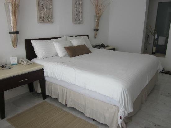 Playacar Palace: Bed