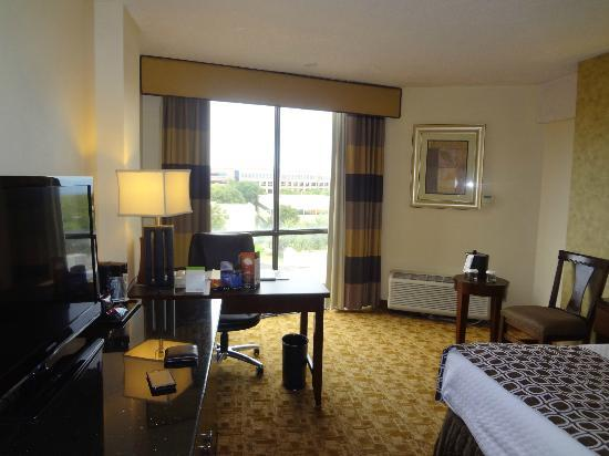Crowne Plaza Austin: Another view in the bedroom