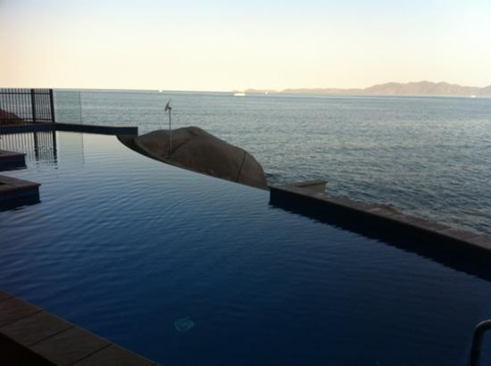 Grand Mercure Apartments Magnetic Island: One of the many pools with great vistas