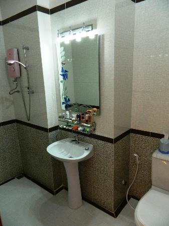 Reaksmey Krong Kep Guesthouse: The bathroom