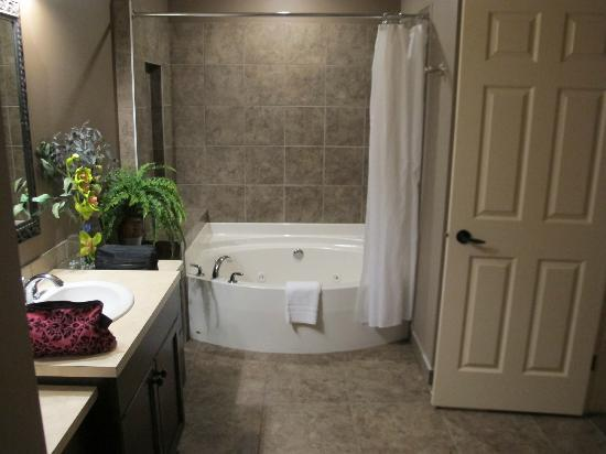 Bighorn Meadows Resort: Bathroom