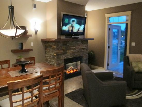 ‪‪Bighorn Meadows Resort‬: Living Rm Area‬