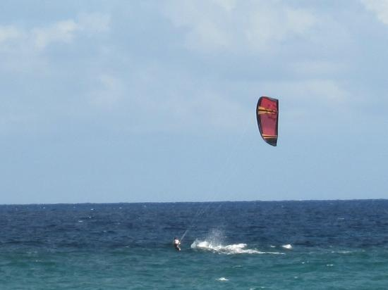 Silver Point Hotel: watching kite boarding from dining room