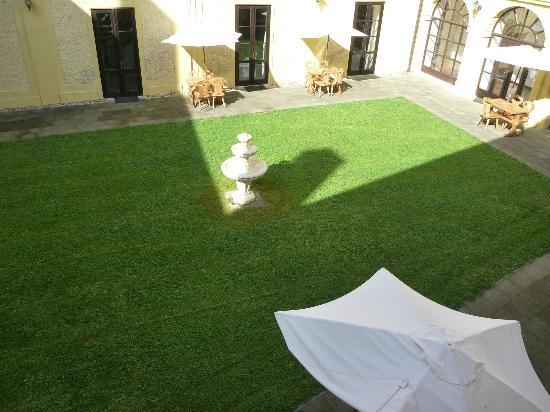 Chateau Hostacov: Courtyard
