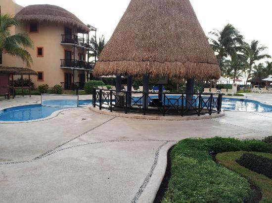 Catalonia Riviera Maya: pool bar riviera maya side