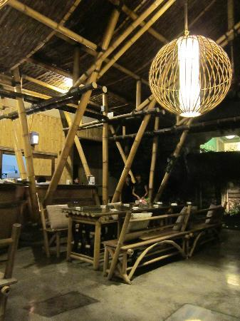 Embun Life Cafe: cozy place with bamboo