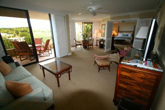 Four Seasons Resort Maui at Wailea: Looking from living area to bedroom