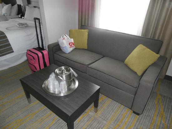 Comfort Suites Miami Airport North: sofa cama