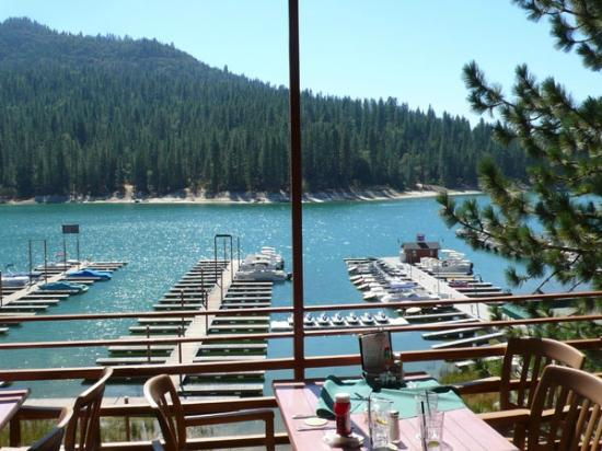 The Pines Resort: Awesome view from the upstairs patio-excellent turkey avacodo sandwiches =)
