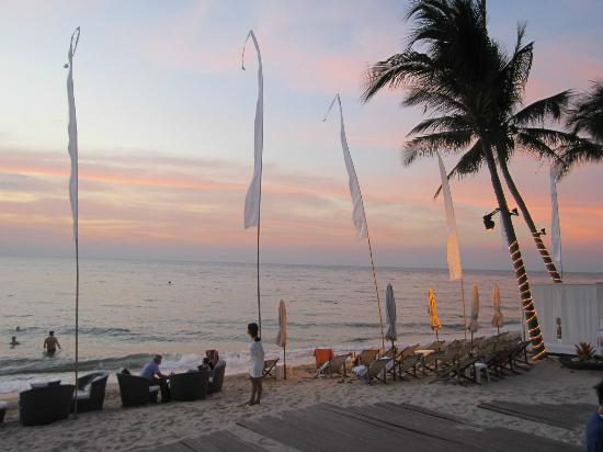 Wong Amat Beach: In front of the Beach club at the Pullman hotel. 
