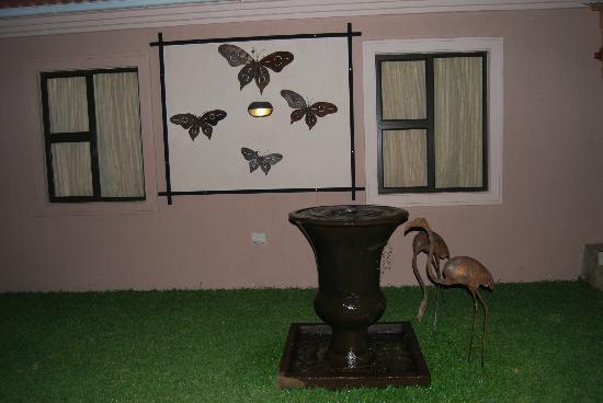 Zawadi House Lodge: Zona de paso a las habitaciones
