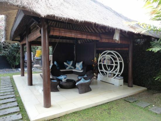 The Island Hotel: Porch