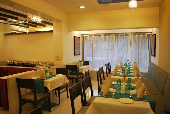 Hotel Silver Inn: Regency Restaurant