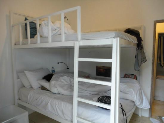 The Island Hotel: Room-bunk bed
