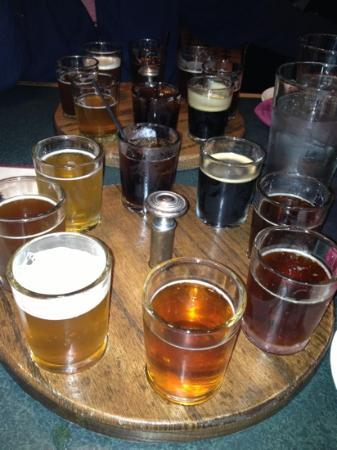 Mahogany Ridge Brewery and Grill: beer sampler