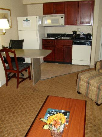Homewood Suites by Hilton Charlotte Airport: Kitchen