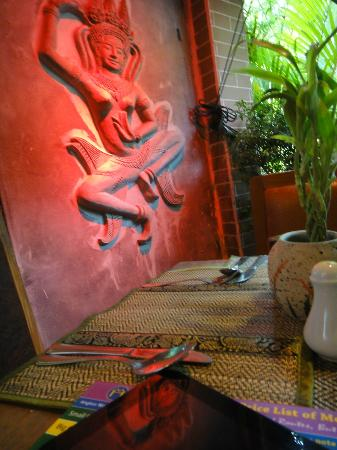 MotherHome Guesthouse: Apsara design in the resto