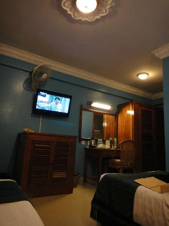 MotherHome Guesthouse : Chillin by nightime