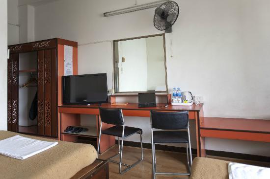 Krung Kasem Sri Krung Hotel: Zimmeransicht 2012