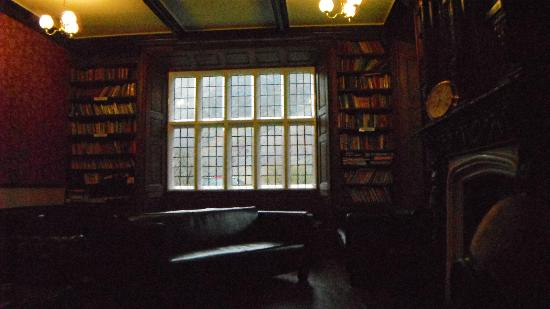 YHA Wasdale Hall: Library