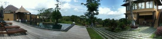 Villa Mimpi Manis Bali: Panorama from pool area