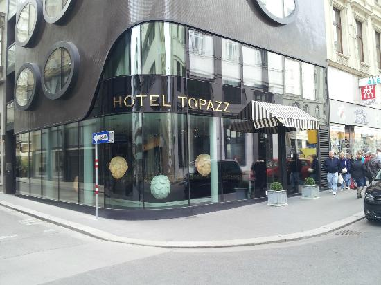 โรงแรมโทพาซ: Außenansicht