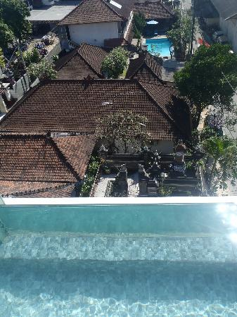 The Spot Legian: Scary 5th floor drop off pool!