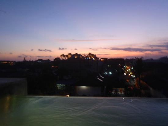 The Spot Legian: Sunset from the roof top pool