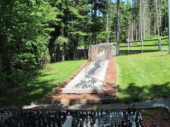 "Les Jardins Du Precambrien : Sculpture "" La traversée du territoire"""