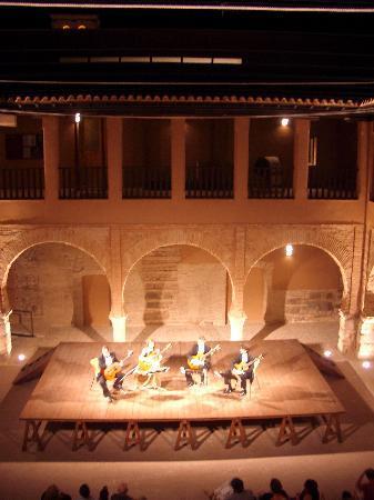 Museo Nacional del Teatro: Un representación en el claustro del Museo
