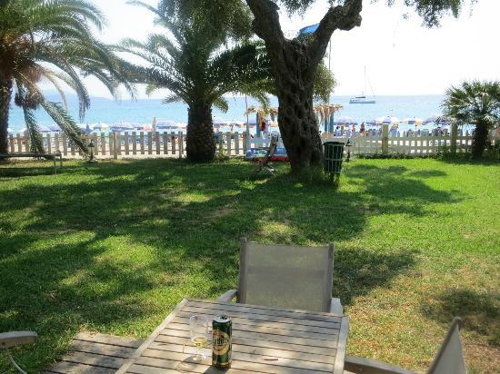 Parga Beach Resort: Blick aus dem Strand-Bunglow
