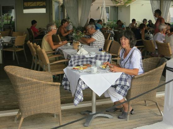 Parga Beach Resort: Frühstück im Restaurant direkt am Strand