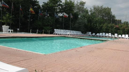 Camping Village Roma: Pool Area with Grim