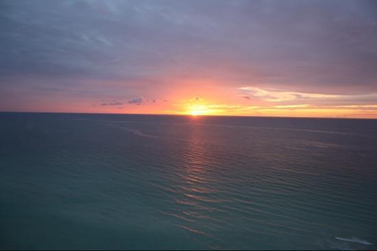 Marenas Beach Resort: moon rise