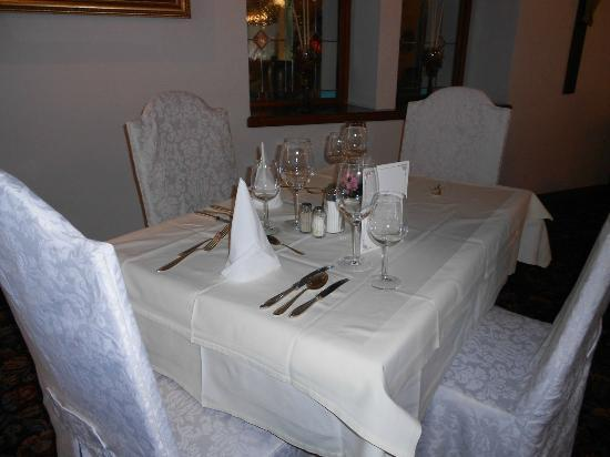 Sonnenspitze Hotel: Our table