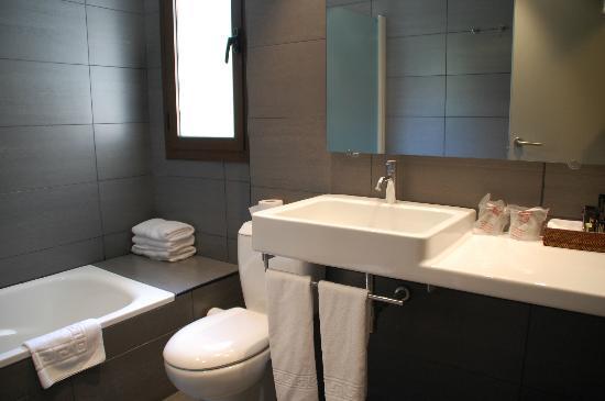 Roca Blanca: Baño de la habitación suite
