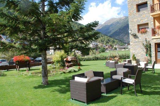 Jardín del hotel Roca Blanca