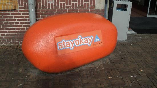 Stayokay Hostel Amsterdam Zeeburg: I don' t know what this is, something to sit on I think.