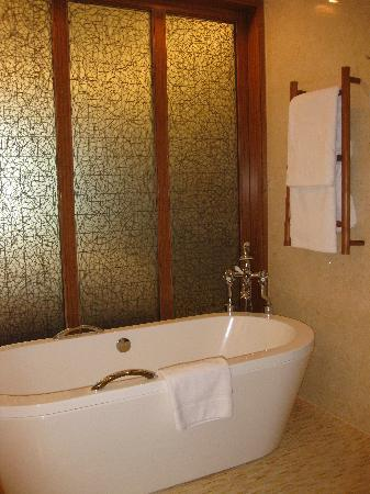 InterContinental Saigon Hotel : Bathtub