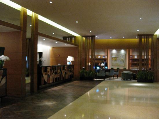InterContinental Saigon Hotel : Main lobby and concierge desk