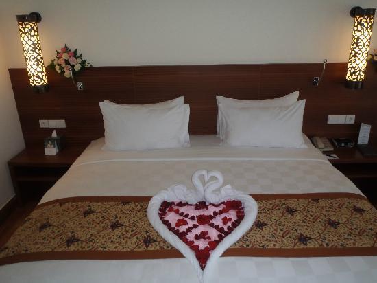 Padma Resort Legian : honeymoon bed - presidential suite villa