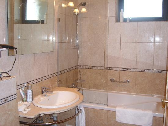 Crystal Palace Hotel: Bathroom