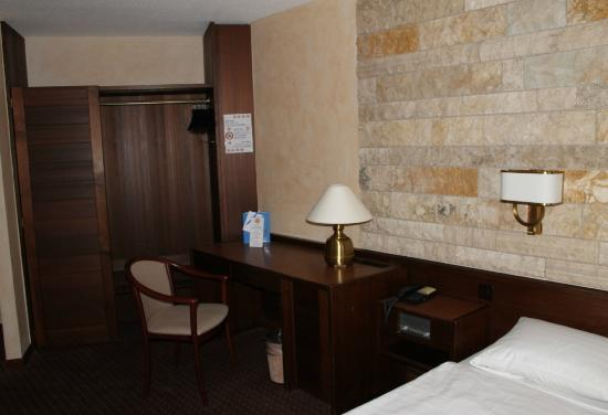 La Porte d'Octodure Hotel : Coin bureau