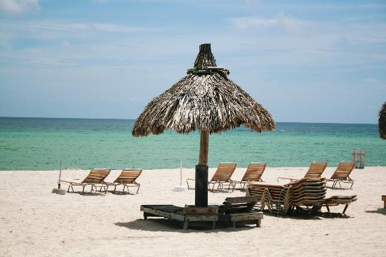 Days Hotel - Thunderbird Beach Resort : That great Beach