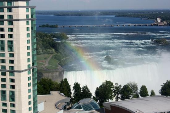 Hilton Niagara Falls/Fallsview Hotel & Suites: rainbow!!!