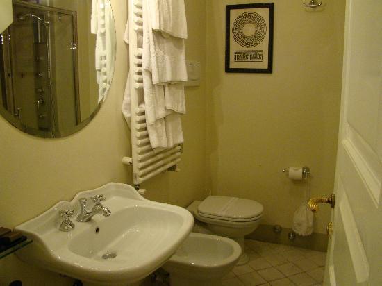 Graziella Patio Hotel: baño