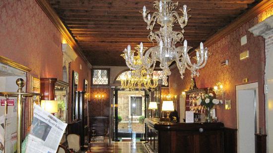 Duodo Palace Hotel: Hotel Lobby