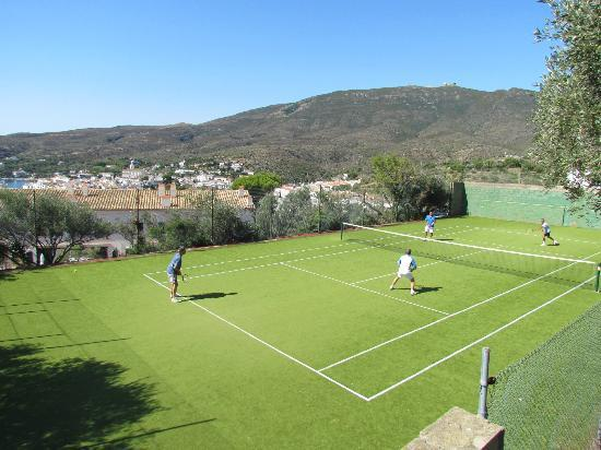 Carpe Diem Cadaqués: Pista de tenis para los clientes