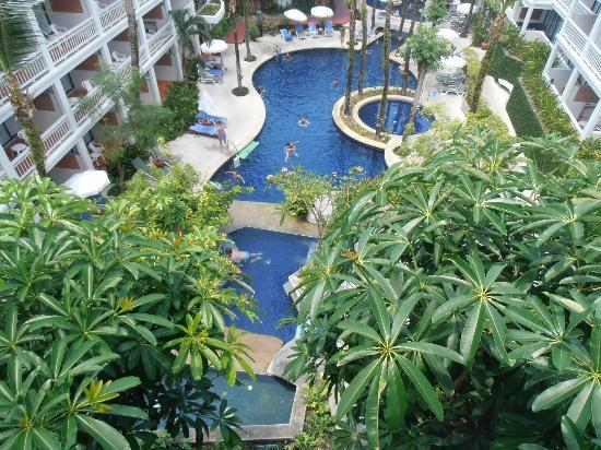 Sunset Beach Resort: Pool view from Junior Suite, 4th floor