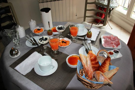 Camping Les Courtilles Du Lido: Petit déjeuner